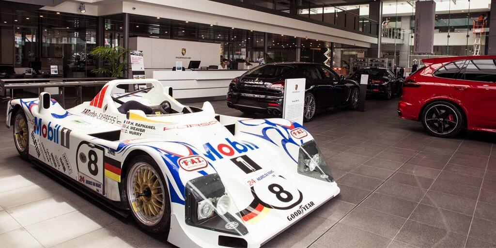 Porsche_showroom_lower_image