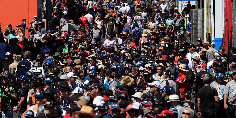 bathurst_crowd