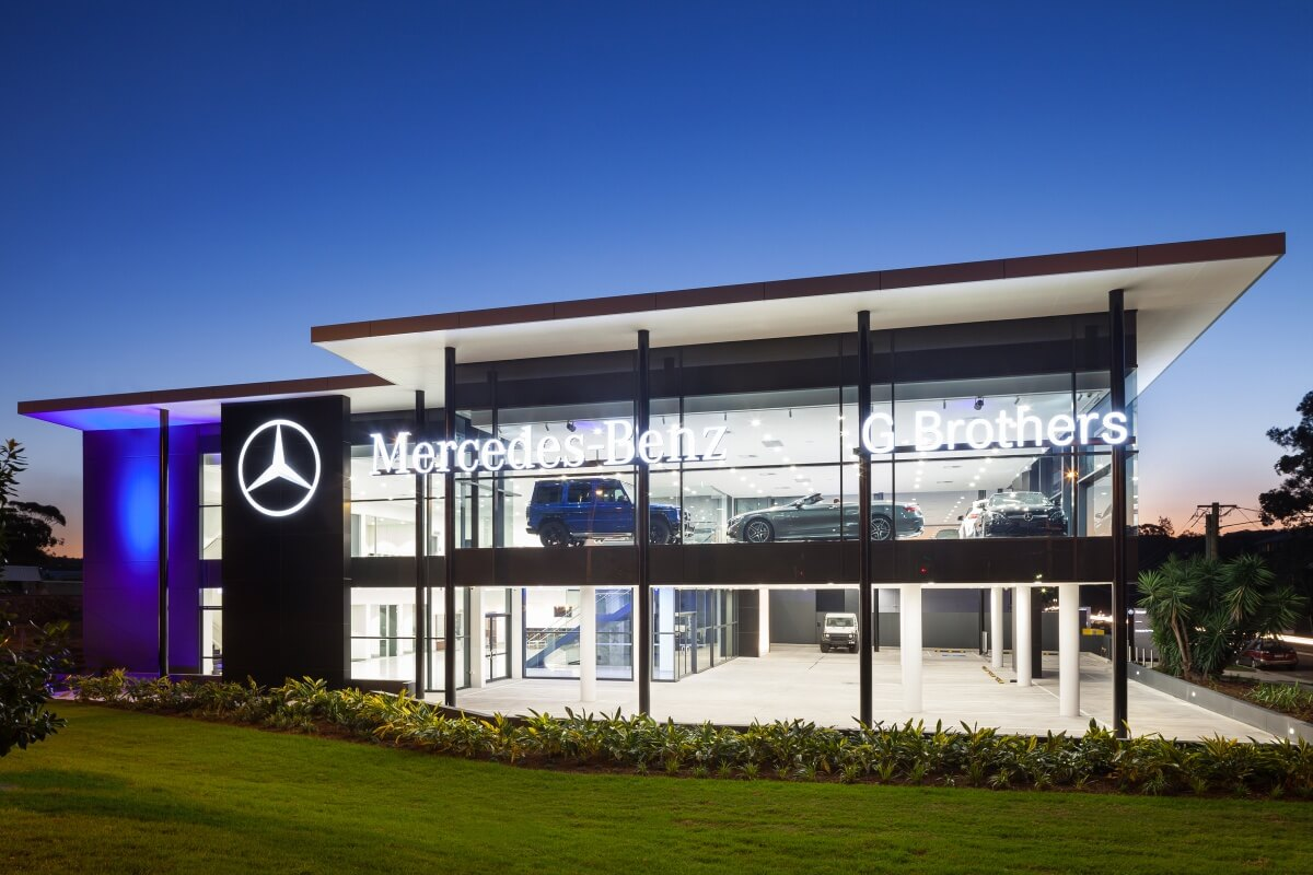 G brothers rising star goautonews premium for Showroom mercedes benz